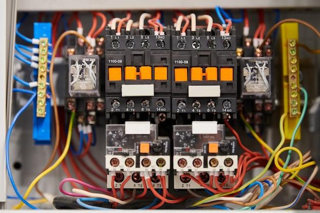 Автоматический выключатель в распределительной коробке