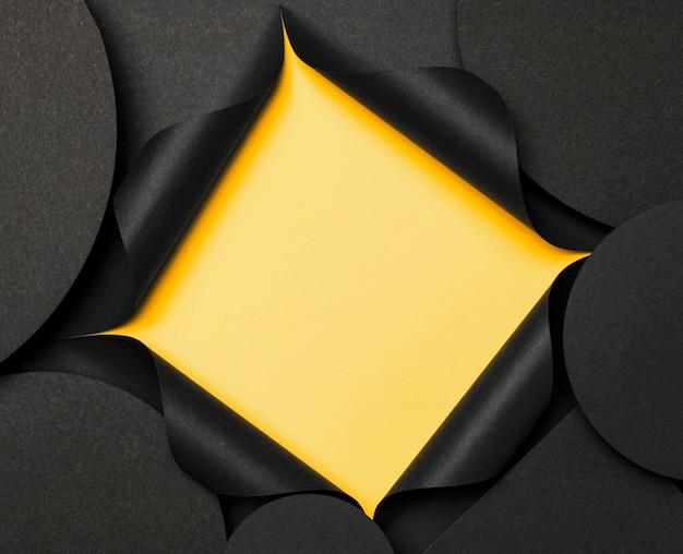 円形コピースペース背景と黄色の切り欠き