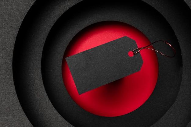 어두운 배경과 검은 색 가격표의 원형 레이어