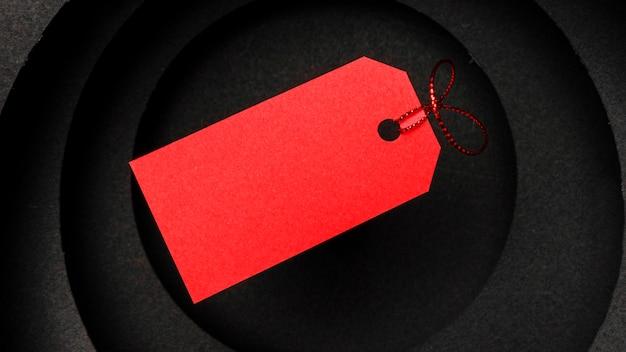 暗い背景と赤い値札の円形レイヤー