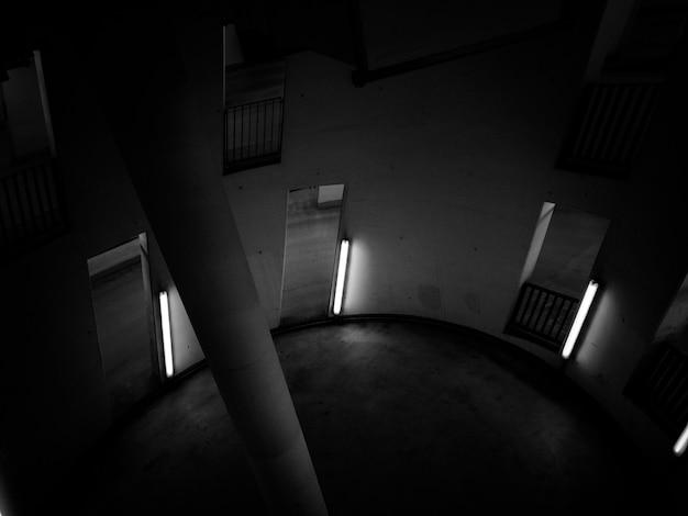 Круглая комната с колонной в центре
