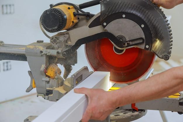 Циркулярная пила для резки острым диском новое деревообрабатывающее оборудование для плинтусов