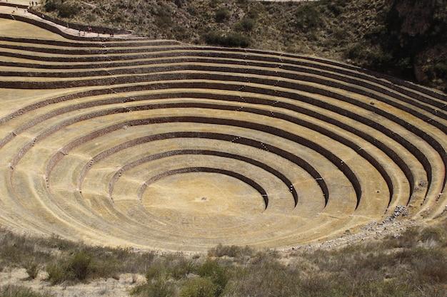 ペルーのモレイポテト作物の円形段丘