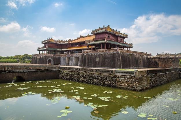 Цитадель, императорский королевский дворец, запретный город в хюэ, вьетнам