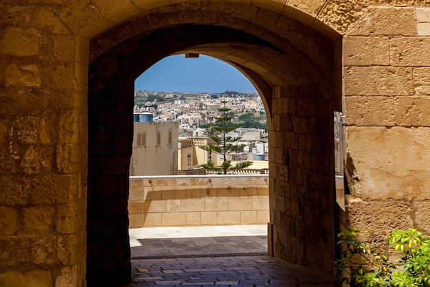 Citadel victoria는 malta gozo island의 성채 안에 있는 st johns 요새의 요새화된 도시입니다.