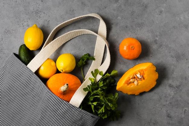 健康でリラックスした心のための柑橘類と野菜
