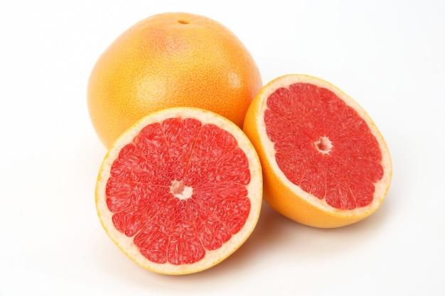 감귤류는 흰색 바탕에 과일 자몽을 잘라