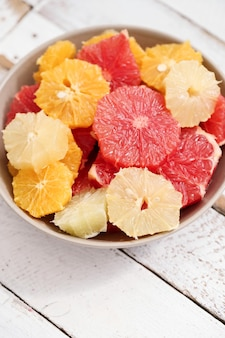 ボウルに柑橘系の果物