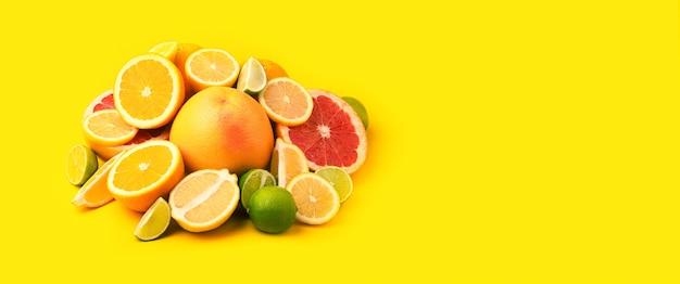 Цитрусовые на желтом