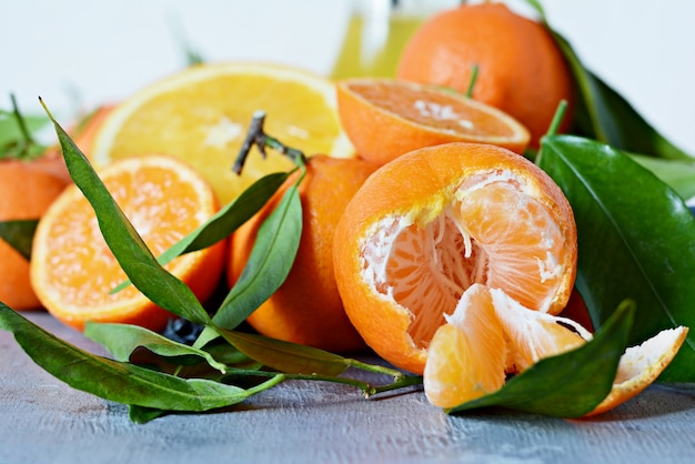 Цитрусовые апельсины. лимон, грейпфрут, мандарин и лайм.