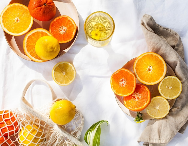 レモン、オレンジ、みかんなどの柑橘系の果物。ビタミン、季節の果物、免疫システムを強化するための食品。