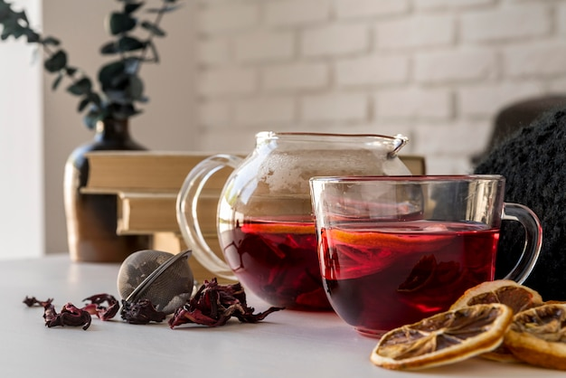 カップの柑橘茶