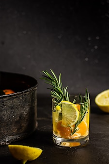 Цитрусовый тонизирующий напиток с розмарином