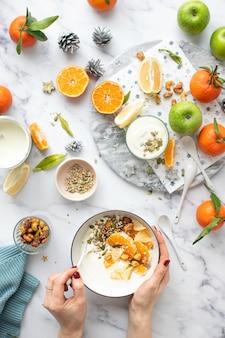 キャラメリゼしたナッツメニューの柑橘系ヨーグルト