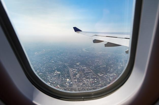 비행기 창에서 도시와 집보기