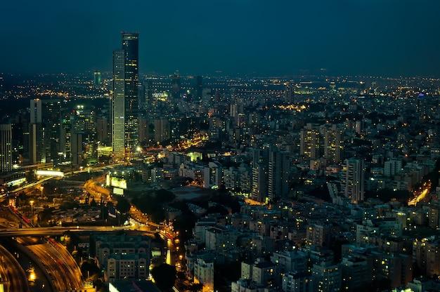 밤에 도시.