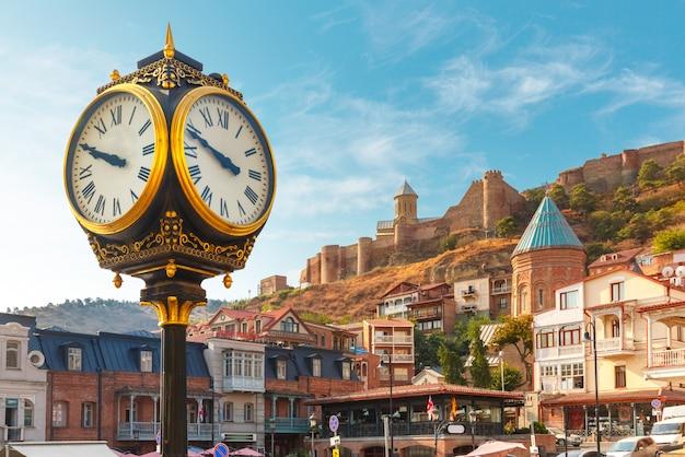 Городские часы и крепость нарикала, тбилиси, грузия