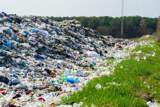 Городская мусорная свалка
