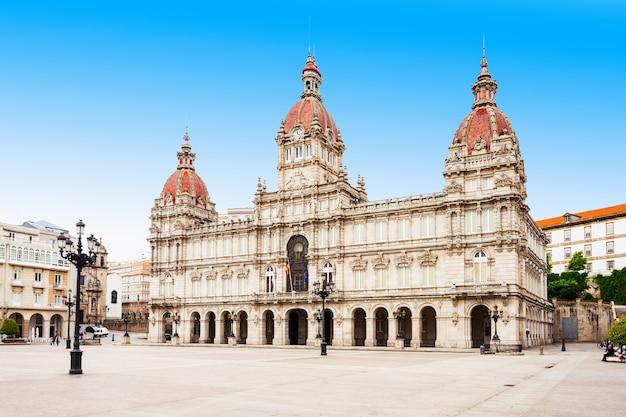 스페인 갈리시아의 a coruna에 있는 plaza de maria pita 광장의 시청 또는 시정촌 또는 concello da coruna