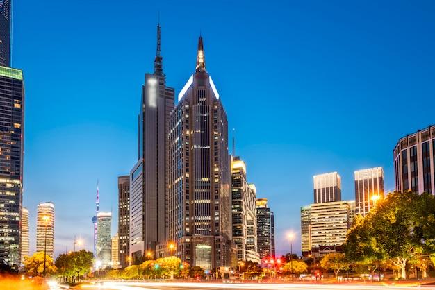 Город ночной вид шанхая, китай