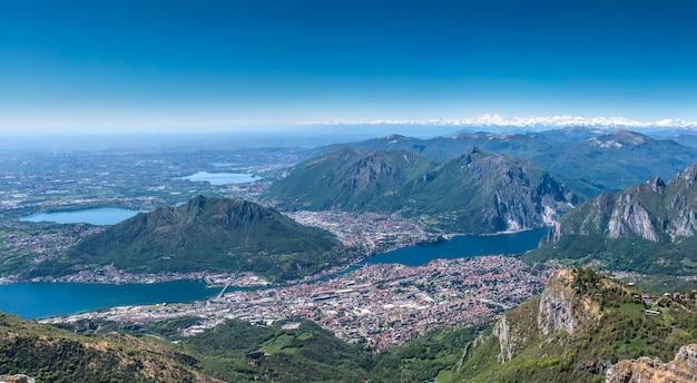 Город лекко с горы