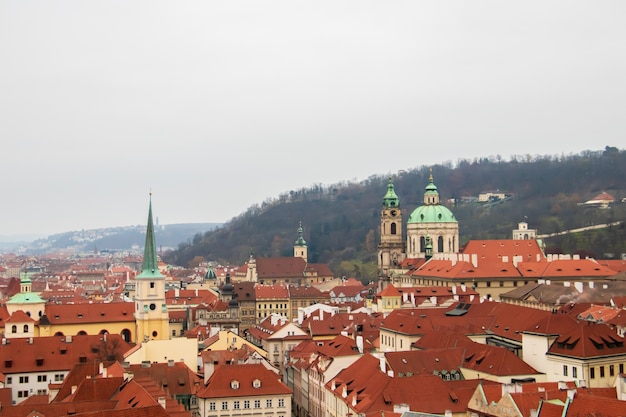 曇り空の下、チェコ共和国プラハ市