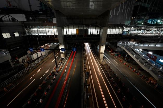 Городские искры света на улицах ночью