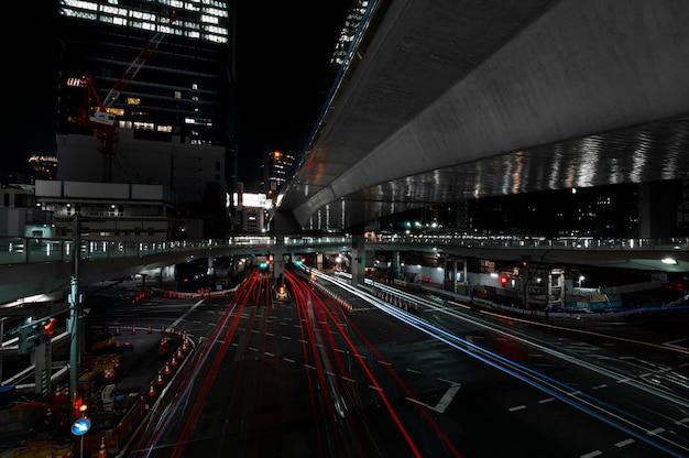 夜の街の光の輝き