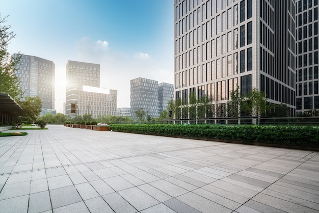 Городская площадь и современные многоэтажки