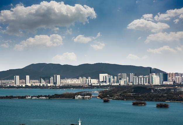Вид на город издалека