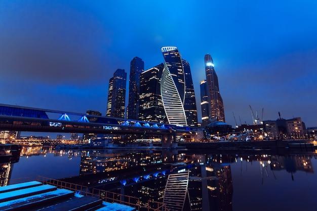 Городской пейзаж небоскребов в москве