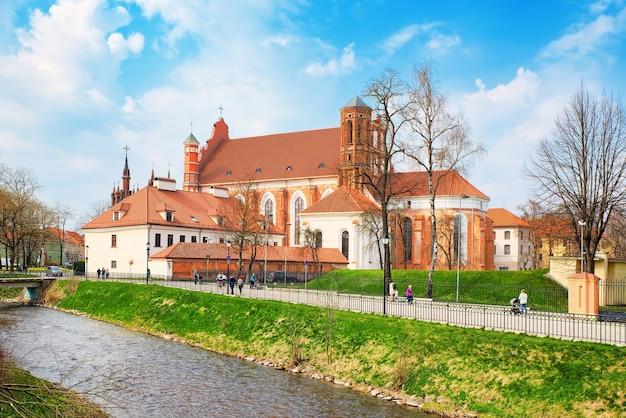 Виды на уютные европейские города брюссель, бельгия и столица европейского союза.
