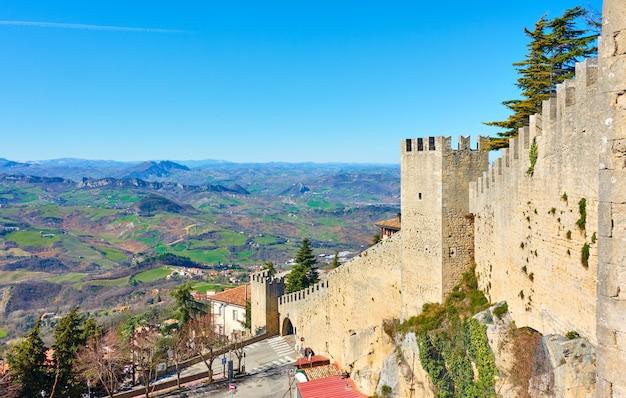 サンマリノ共和国、サンマリノの城壁。風景