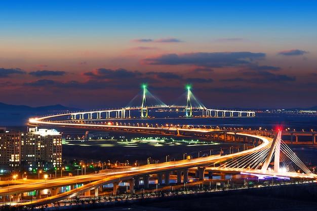 Paesaggio urbano di incheon bridge in corea