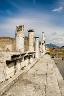 イタリアの古いポンペイ遺跡の街並み