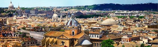 ローマの街並み。歴史的なダウンタウンのパノラマビュー。イタリアの旅行とランドマーク