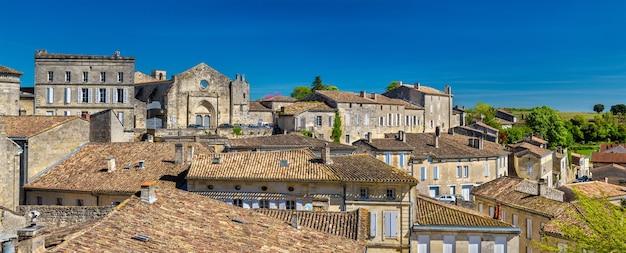 Городской пейзаж города сент-эмильон, объекта всемирного наследия во франции