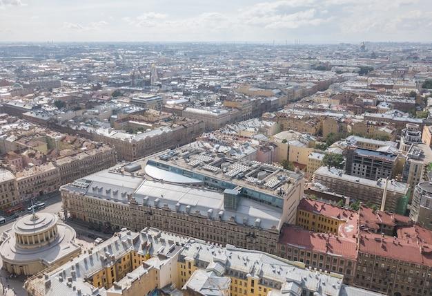 サンクトペテルブルク、ロシアの街並み。空中ドローンビュー