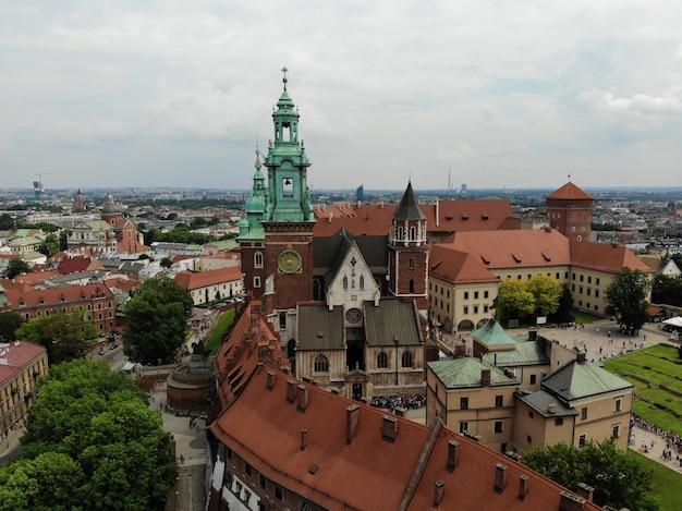 Городской пейзаж замка вавель в кракове, столице польши