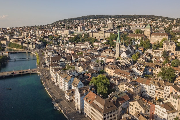 スイス最大の都市、チューリッヒの街並み。航空写真