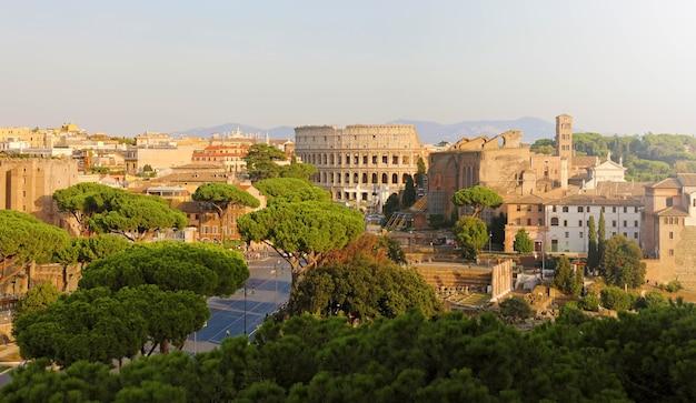 Городской пейзаж достопримечательностей древнего рима, италия
