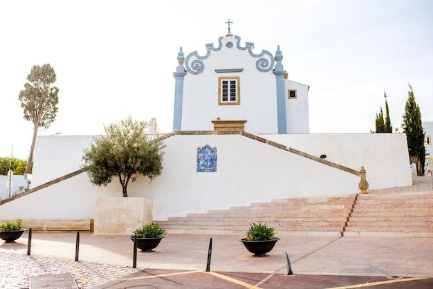 포르투갈 남쪽 알부페이라 시에 있는 성 안나 교회가 있는 구시가지의 도시 경관
