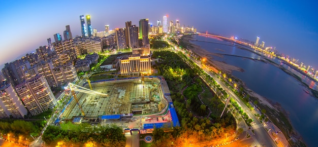 Cityscapec города наньчан ночью, япония