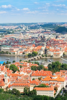 Cityscaspe праги сверху днем, чешская республика