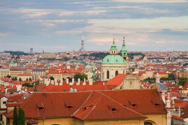 Cityscaspe праги сверху на закате, чешская республика