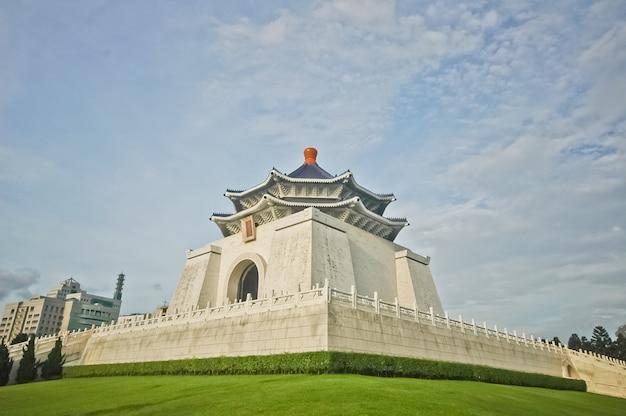 Cks taiwan independence hall and blue sky