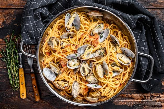 アサリのボンゴレシーフードパスタスパゲッティの鍋