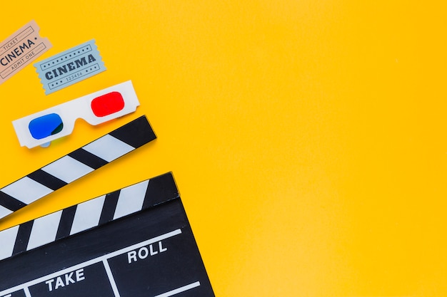 Clapperboard with 3d glasses