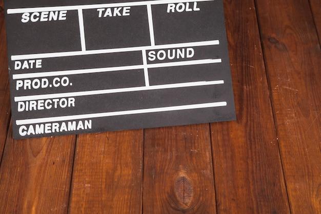 Clapperboard на деревянной столешнице