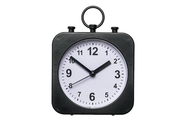 白い背景に分離された手を持つ古典的な目覚まし時計。